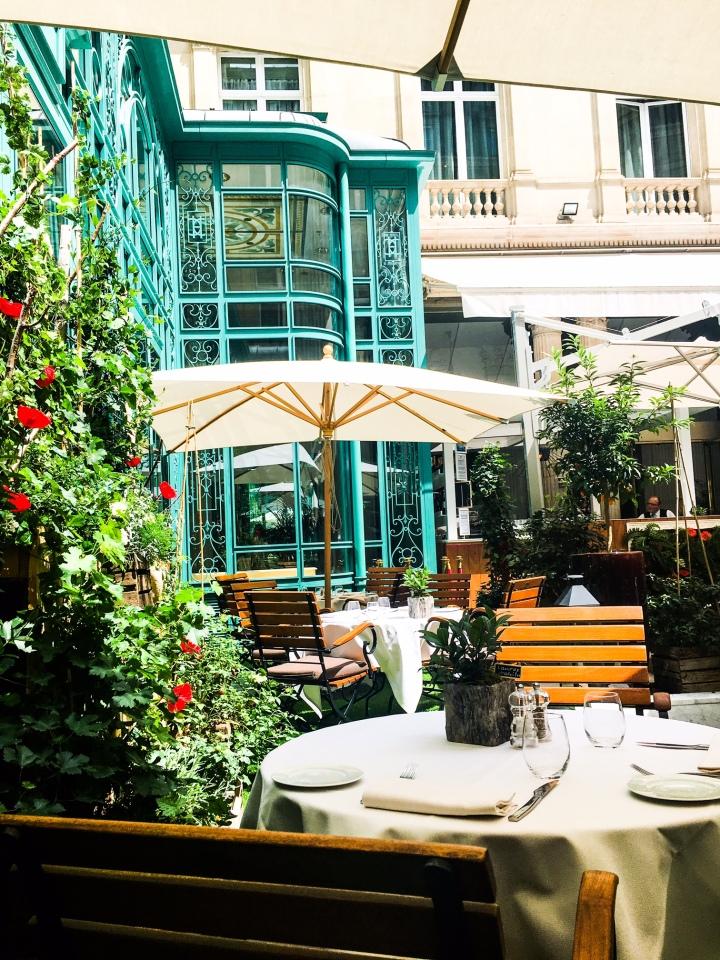 Un petit coin de paradis en plein centre de Paris «Le first restaurant»